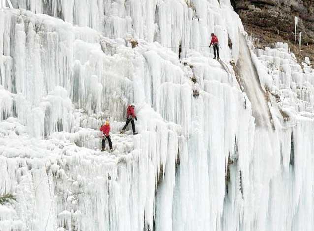 برف بازی در آبشار یخی هملون