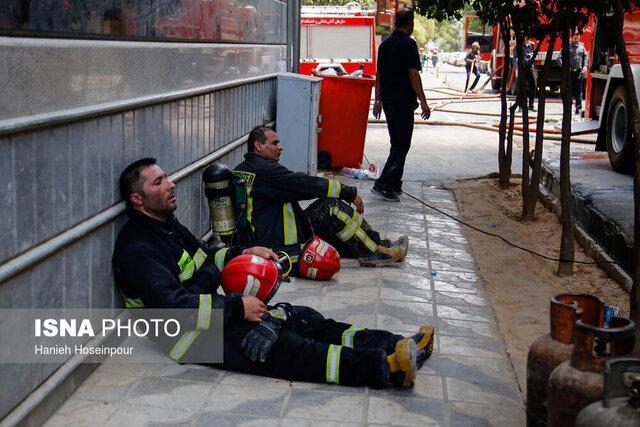 آتش ساختمان نیمه کاره هتل آسمان شیراز خاموش شد