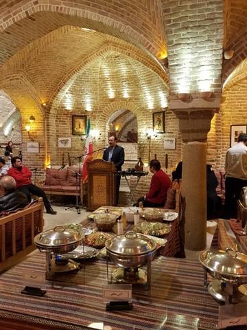 جشنواره آلاله های الوند در حمام محله حاجی همدان افتتاح شد