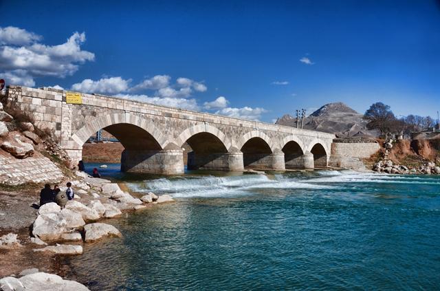شروع مرمت و بازسازی پل تاریخی چهر در هرسین