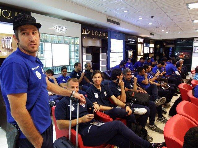 تیم ملی فوتبال ایران راهی ایتالیا شد، پیگیری رقابت رستمی در فرودگاه