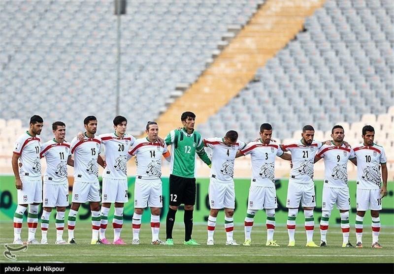 یک دقیقه سکوت پیش از دیدار با عمان و سفید و سیاه پوش شدن ایران