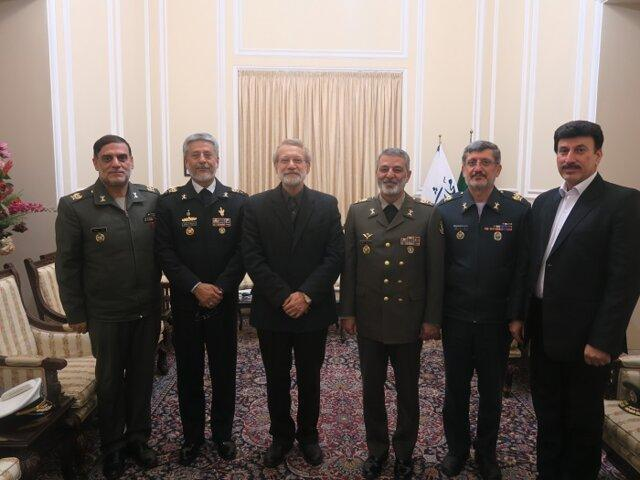 فرمانده ارتش با رئیس مجلس ملاقات کرد