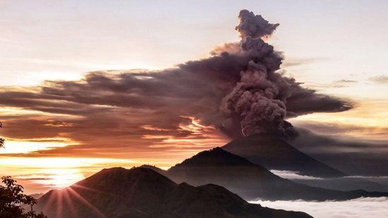 هشدار فوران آتشفشان در اندونزی به بالاترین سطح رسید