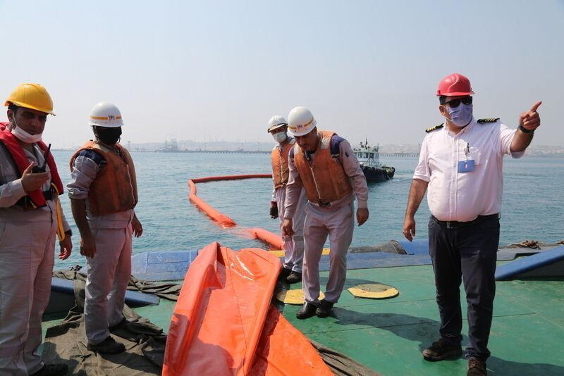 مانور آمادگی مقابله با آلودگی نفتی دریا در خارگ برگزار گردید