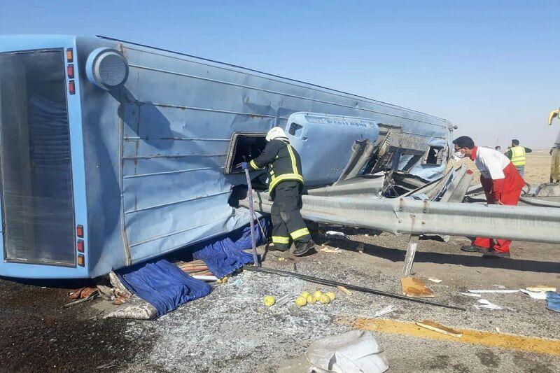 خبرنگاران واژگونی اتوبوس در محور لردگان به ایذه یک کشته داشت