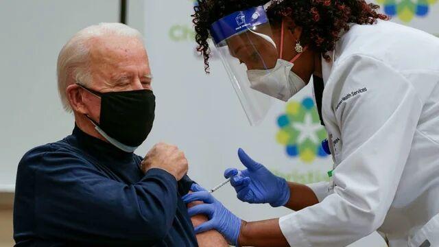 خبرنگاران بایدن هم واکسن کرونا دریافت کرد