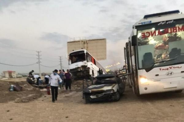 تصادف مینی بوس و اتوبوس در کنگان یک کشته و 7 مصدوم در پی داشت