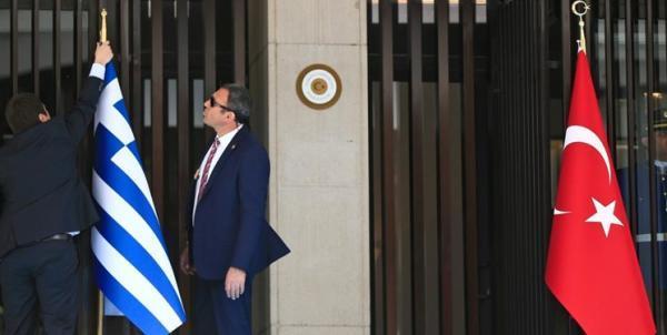 تور یونان: وزیر دفاع ترکیه: یونان نباید تحت تاثیر کشورهای دیگر قرار گیرد